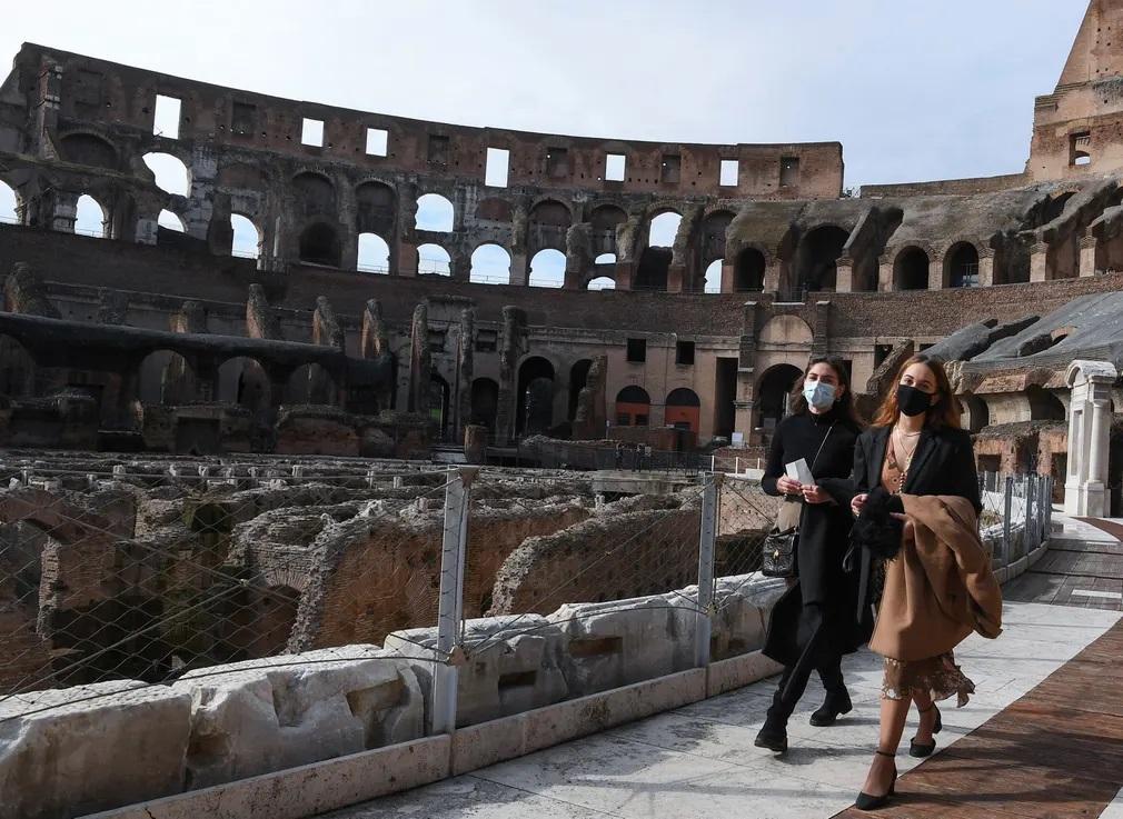 Olaszorszag Koronavirus Nyitas Muzeumroma Colosseum Muveszet Nap Fotoja