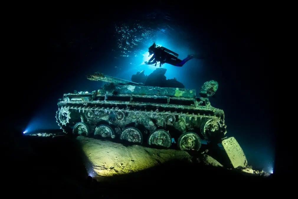 UPY fotopalyazat fotoverseny viz alatti nyertes forografia tank roncs grant thomas nap fotoj