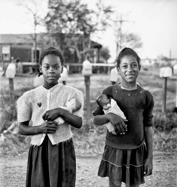 elliott erwitt new orleans fekete feher fotografus forografia lanyok nap fotoja