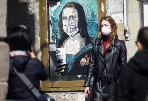 koronavirus statisztika street art utcai muvesz maszk mona lisa