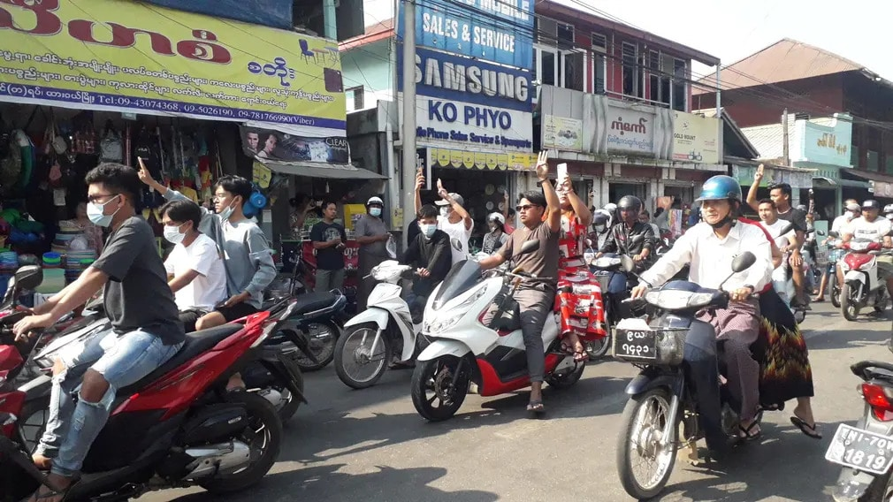 mianmar tuntetes puccs katonasag jelkep motor nap fotoja