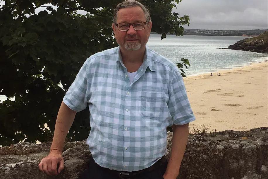 Charles Hill Meghalt Mukincs Nyomozo