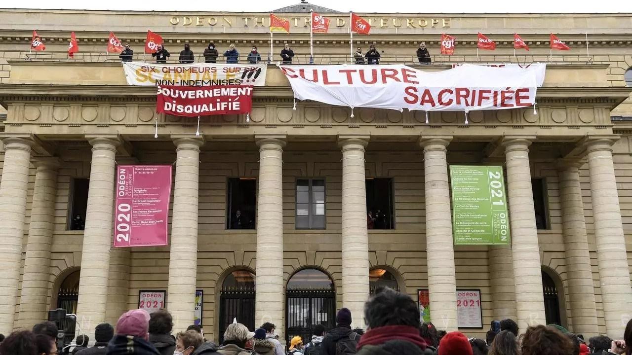 Szinhazak-Ujranyitasa-Koronavirus-Tuntetes-Parizs-Colline-Színház-Odeon