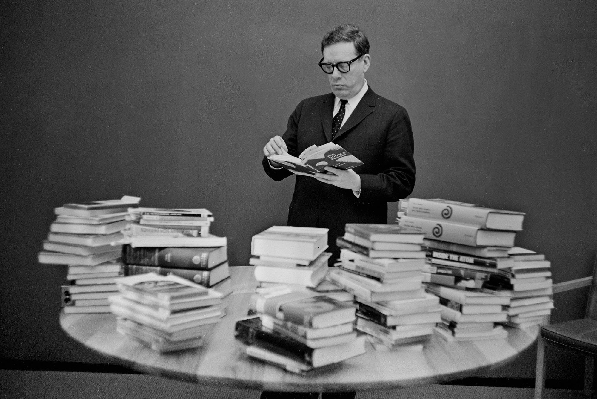 Isaac Asimov Konyvek Alapitvany Portre Szuletesnap