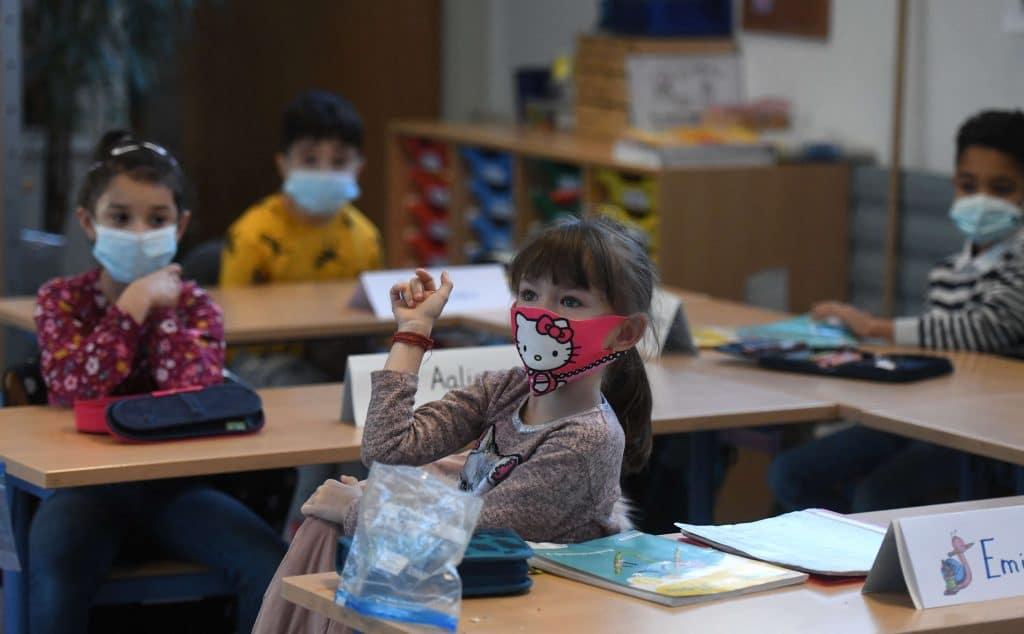 koronavirus iskolak nyitasa pedagogusok oltasa magyarorszagon