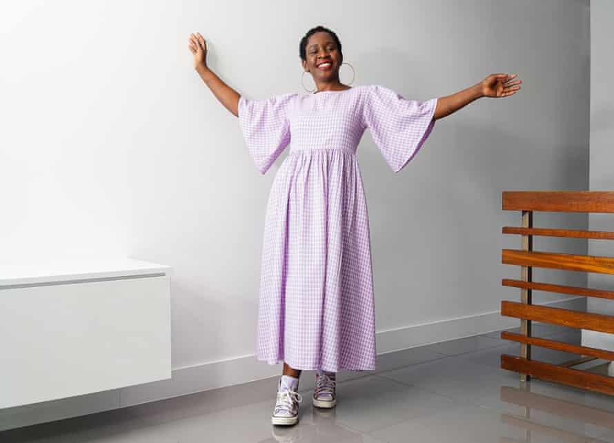 nyari kozephosszu ruha