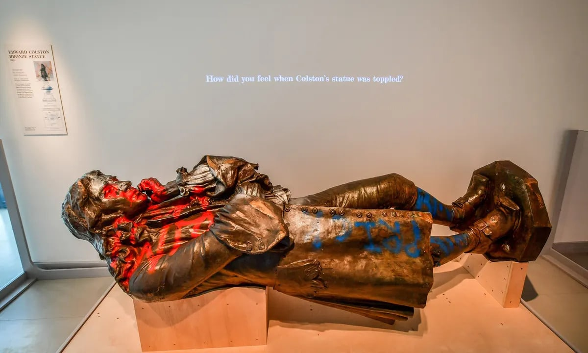 edward-colston-szobor-kiallitas-muzeum-black-lives-matter