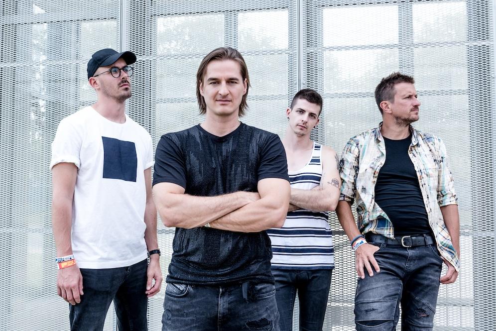 intim torna illegal zenekar feloszlik